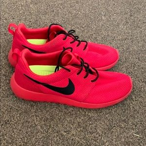 Nike red Roshe